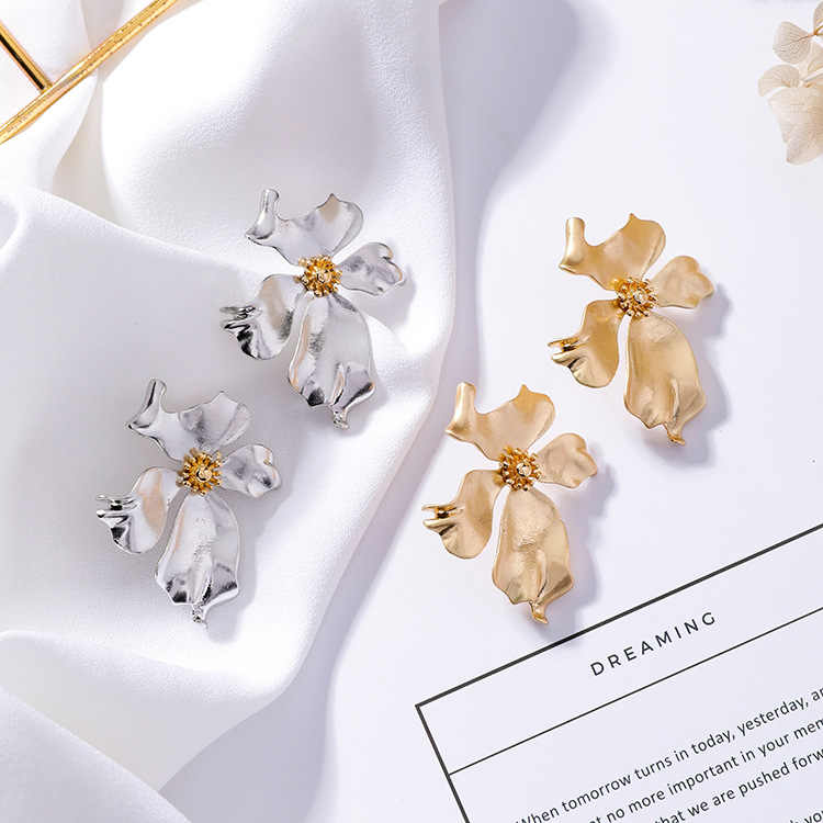 2019 new design hot fashion jewelry exaggerated metal flower earrings Statement earring for Girls gift for woman