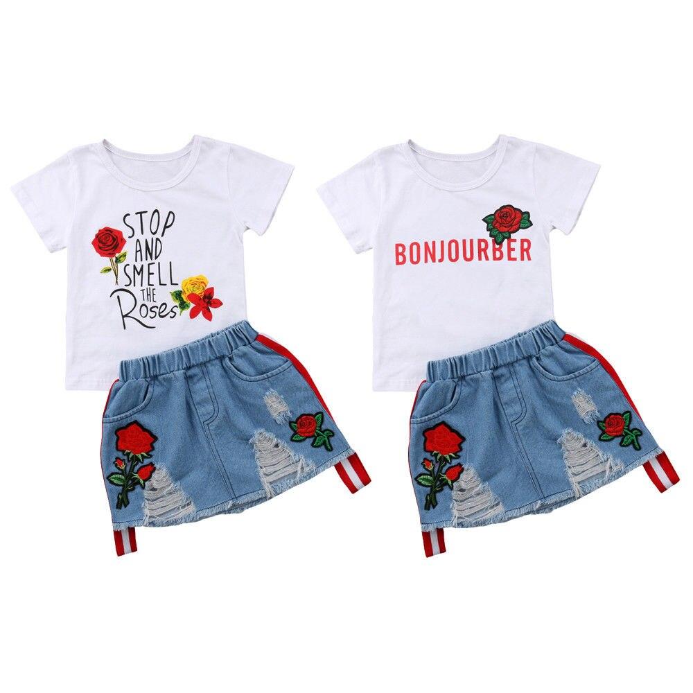 Moda de Nova Da Menina Da Criança Crianças Roupas de Verão de Manga Curta T-shirt Floral Tops + Borde Rose Flor Buraco Saia Jeans 2 PCS Set
