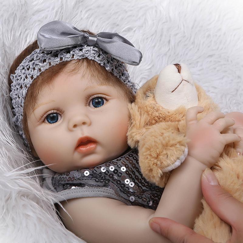 Oyuncaklar ve Hobi Ürünleri'ten Bebekler'de 56 cm Tam Silikon Vücut Yeniden Doğmuş Bebek Bebek Oyuncak Kız Yenidoğan Prenses Bebekler Bebe Banyo Eşlik Oyuncak doğum günü hediyesi'da  Grup 2