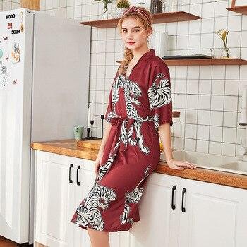 afa80e6347ef1 2019 летние атласные кимоно халат для женщин невесты Свадебный халат платье  пикантные цветочный принт шелк Длинные пижамы