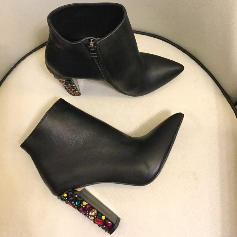 Дизайнерские ботильоны с острым носком на блочном каблуке, с жемчужной вставкой, замшевые зимние короткие ботиночки, 2019