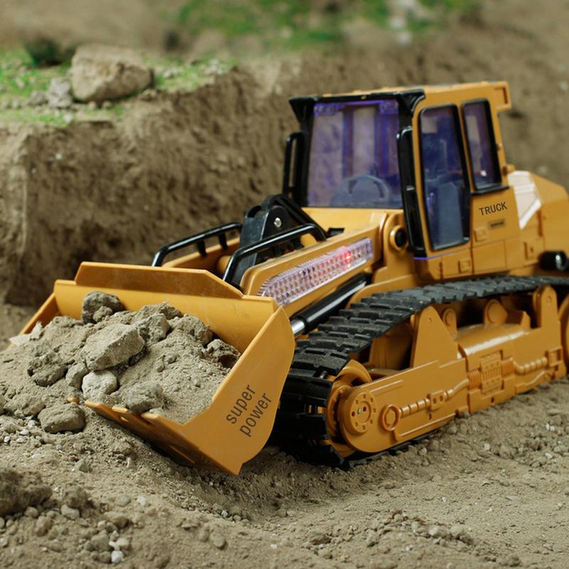 XM-6822L RC Caminhão 6CH Bulldozer Caterpillar Trator Modelo de Carro Engenharia Brinquedo Do Carro Com Lighyt Equipado Com Cabo de Carregamento USB