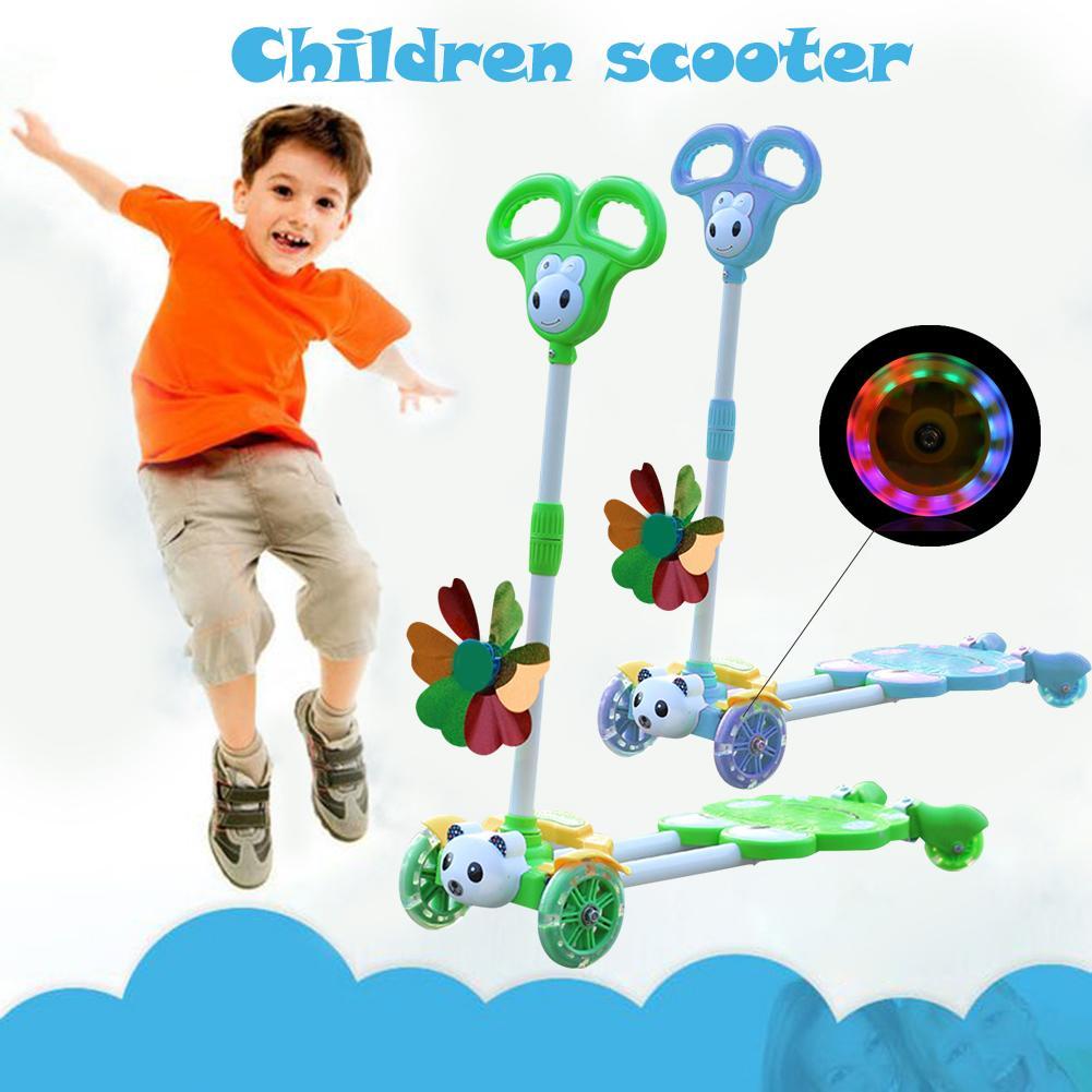 Scooter extérieur enfants grenouille pliant clignotant à quatre roues en acier à haute teneur en carbone résistant à l'usure Scooters de haute qualité