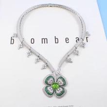02953886d0b0 Caliente marca moda fiesta Fiesta de la joyería para las mujeres banquete  flor colgante collar de cristal hipérbole collar fina .
