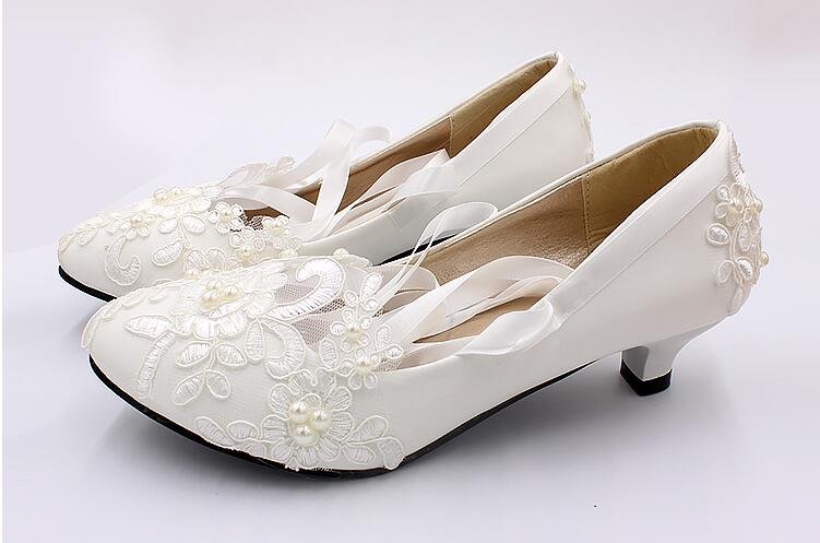 Hot Sell Handmade Pearls Women Shoes Bridal Shoes Low Heel Pump Wedding Shoes Lace