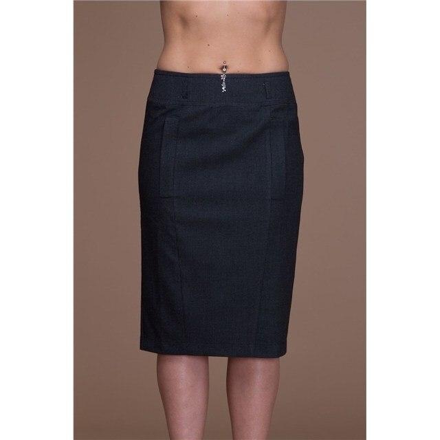 Офисная юбка с накладными карманами и молнией сзади.