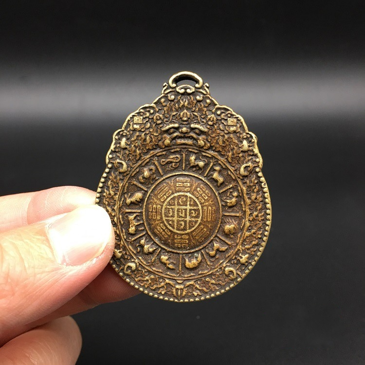 Collectable Chinese Brass Carved The Eight Diagrams Of Taiji With Animal Pattern Zodiac Buddha Card  Exquisite Pendant Statue