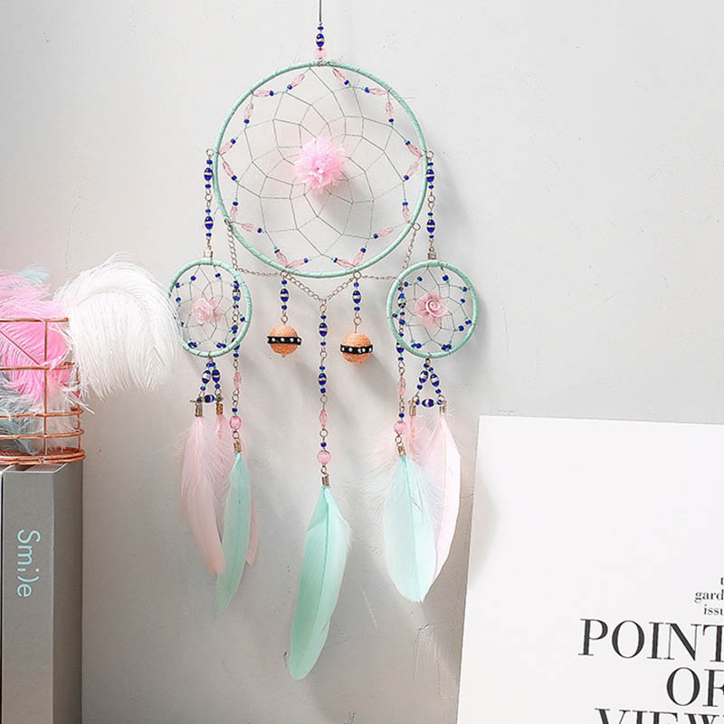 Dreamers Make Green And Pink Feathers And Dream Catcher Pendants For Students' Birthday Presents