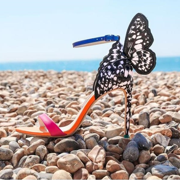 Newest 2019 Multicolored Embroidered Butterfly Sandals Blue Ankle Strap Stiletto Heel Wing Sandals Women Wedding Shoes BrideNewest 2019 Multicolored Embroidered Butterfly Sandals Blue Ankle Strap Stiletto Heel Wing Sandals Women Wedding Shoes Bride