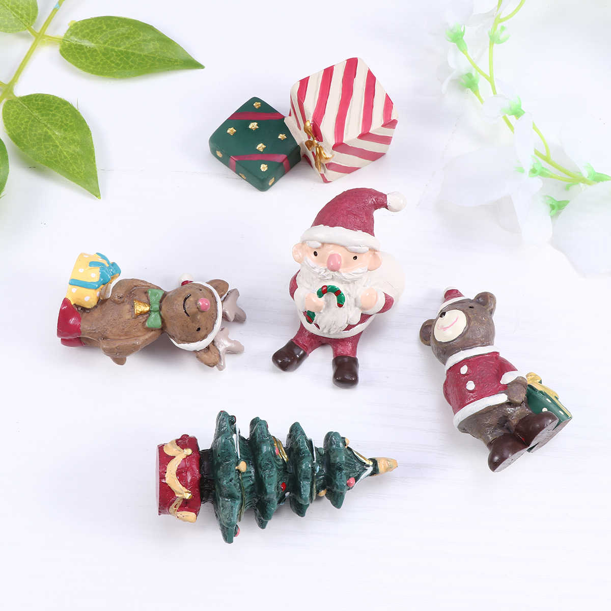 3pcs Christmas Figurine Mini Micro Landscape Tabletop Christmas Accessories Ornaments Decoration for Office Home Car