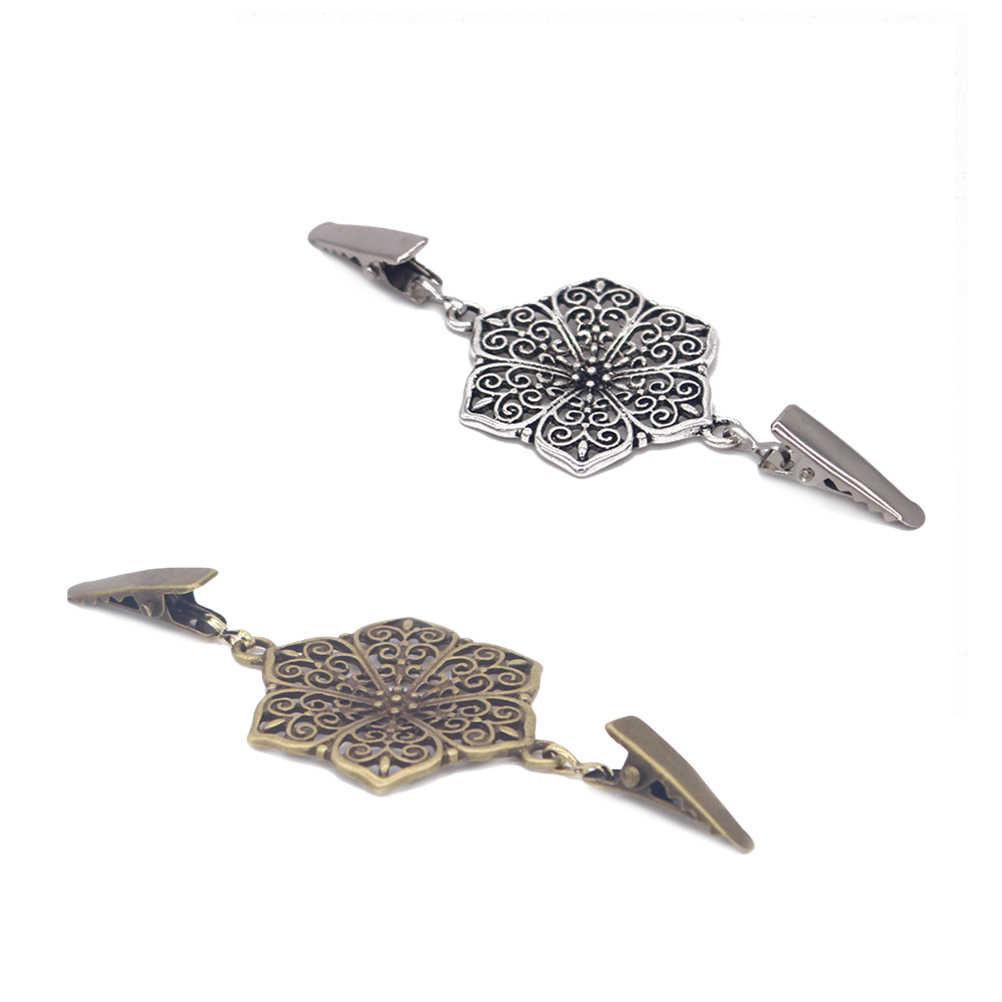 2PCS Sweater Clips Hollow Retro Alloy Fashion Plating Shawl Blouse Scarves Sweaters Sweater Buckles Clothes Pegs