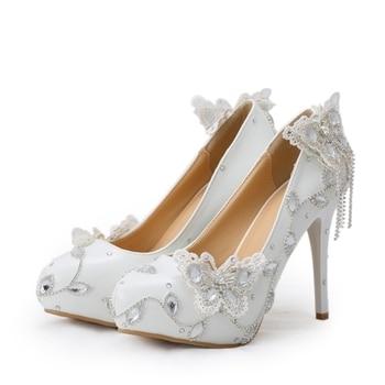 a51ce54e7 Cuero tacones altos zapatos blancos de la boda con la mariposa de cristal  vestido de novia