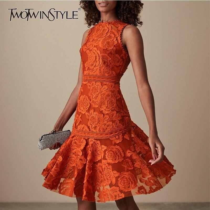 TWOTWINSTYLE hafty koronki sukienka dla kobiet bez rękawów wysoka linia talii sukienki kobiet wiosna 2019 elegancki mody ubrania w Suknie od Odzież damska na  Grupa 1