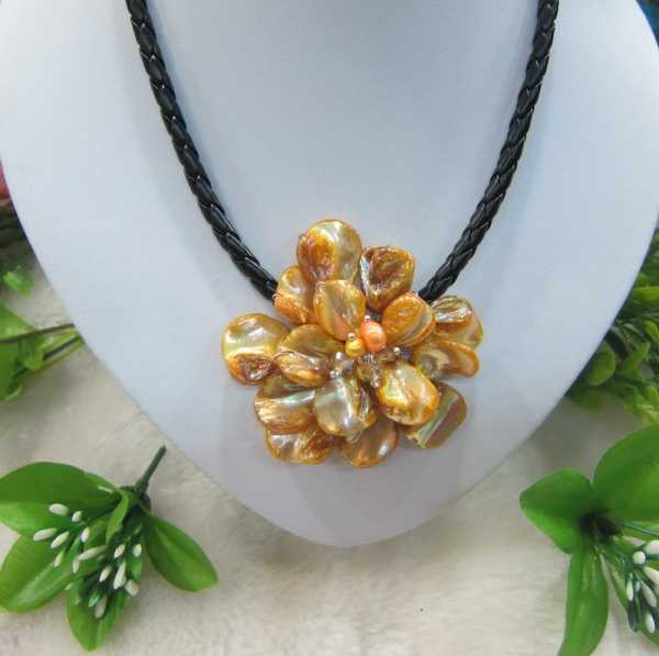 Fashion Jewelry Yellow Mother of pearl Feshwater cultrue flower necklace