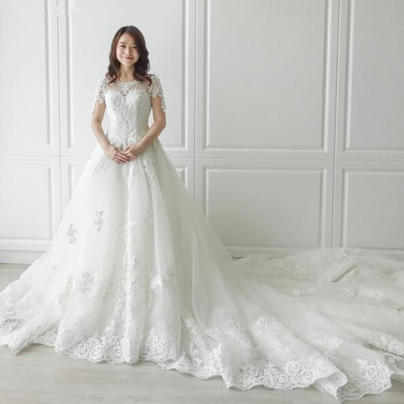 Sexy cuello redondo Catedral largo tren cremallera Cap mangas cuentas perla encaje una línea playa vestido de boda foto Real vestido de boda 2019