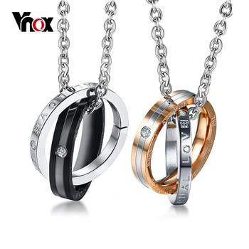 620c46fcc021 Vnox entrelazados círculo grabado amor pareja collares para las mujeres los  hombres colgante acero inoxidable de 20