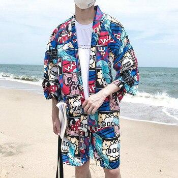 6f0d856e1 Verano playa hombres ropa Casual conjunto Harajuku Comic impreso Kimono  estilo camisa + Pantalones cortos elásticos vacaciones chándal de dos piezas