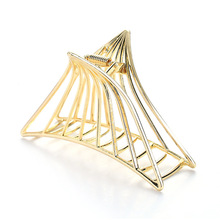 Golden Hair Claw Clip Metal Alloy Geometric Hollow Out Reticular Triangle Crab For Hair Taking Bath Pony Tail Holder Large Size недорого