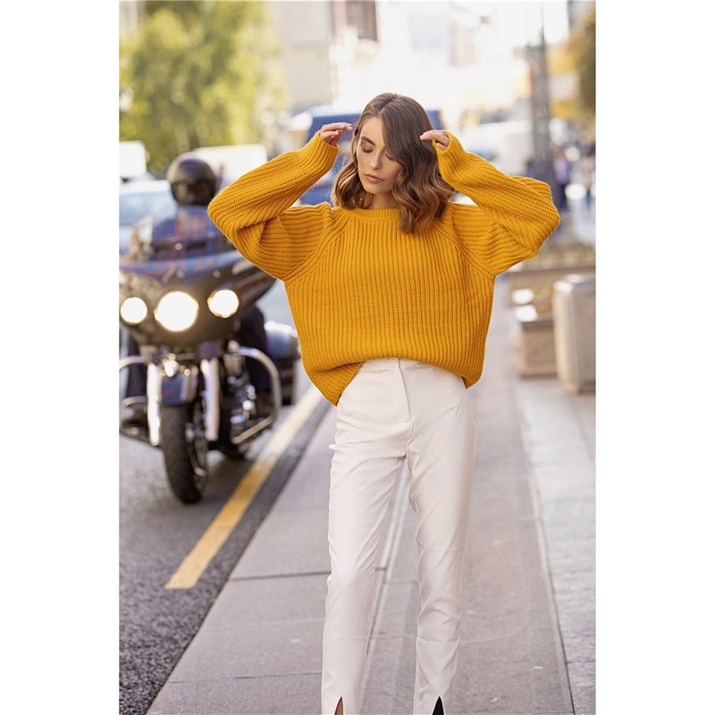 [Available with 10.11] Sweater. Color mustard. round neck color block sweater