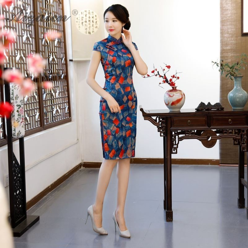 2019 Summer New Fashion Printing Long Cheongsam China Silm Fit Vintage Gown Women Traditional Chinese Dress Qipao Robe Orientale in Cheongsams from Novelty Special Use