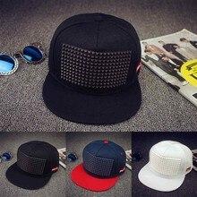 Gorra de béisbol triangular de plástico de 5 colores gorra de Hip Hop gorra  de ala plana gorra de remaches para hombres y mujere. 87e5e83b317