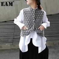 [EAM] 2019 New Spring Summer Stand Collar Sleeveless Jacquard Irregular Pearled Pocket Hem Loose Vest Women Fashion Tide JO196