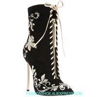 Брендовые черные замшевые ботильоны до середины икры с перекрестной шнуровкой и цветочной вышивкой, женская обувь из флока на высоком кабл