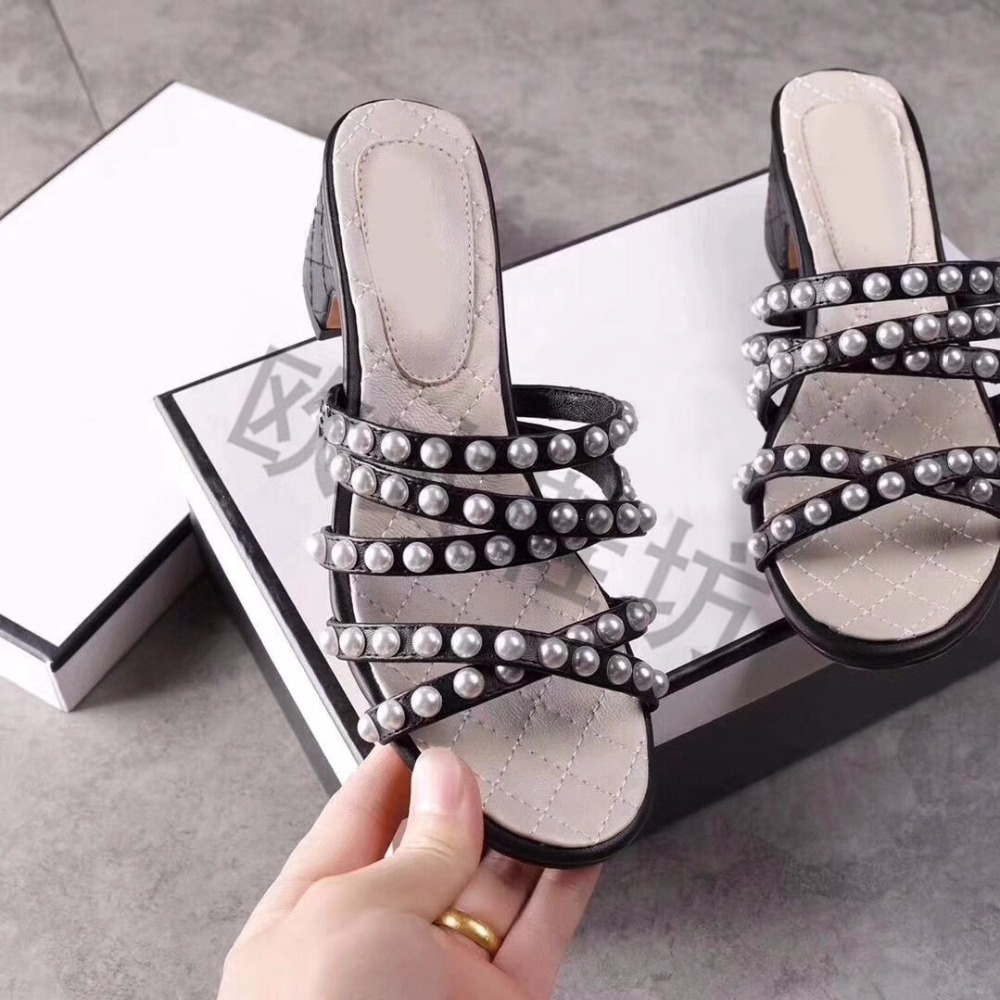 2018 Hot Summer Shoes Woman Slippers Leather Low Square Heels Pearl Narrow Band Design Slippers Outside Beach Tipe Shoes Woman2018 Hot Summer Shoes Woman Slippers Leather Low Square Heels Pearl Narrow Band Design Slippers Outside Beach Tipe Shoes Woman