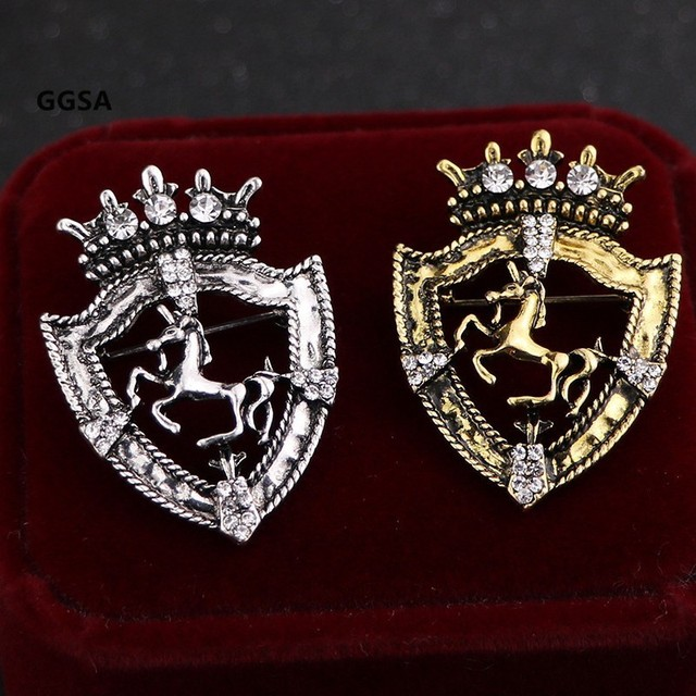 10pcs Vintage Shield Horse Brooch Gold Silver Ancient Male Suit Rhinestone Badges Clothes Browband decoration Pin Accessories