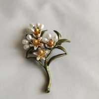Free shipping fashion simple all match orange flowers brooch pin