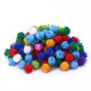 100 sztuk kolorowe kulki Glitter pompon Furry piłki dzieci DIY zapasy rzemieślnicze Handmade kreatywne materiały dekoracyjne pompony KQ001 tanie i dobre opinie CN (pochodzenie)