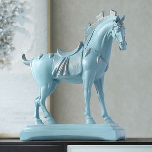 Image 3 - Harz pferd statuen home dekorationen zubehör figuren für büro hotel wohnzimmer kreative eingerichtet statue pferd geschenke