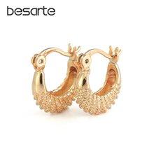 Женские маленькие серьги кольца с золотым наполнителем для ушей