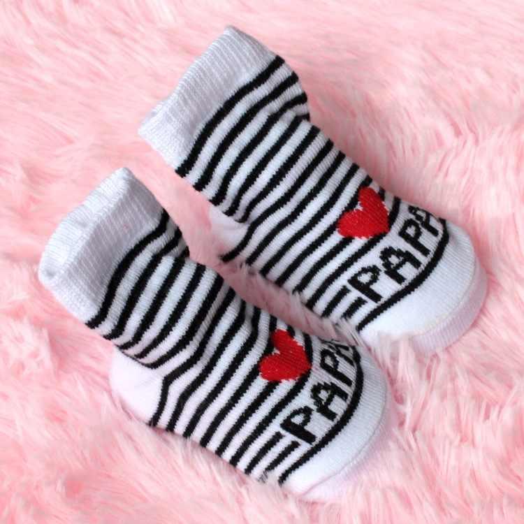 2018 nuevos calcetines suaves encantadores del bebé recién nacido infantes niños niñas niños rayas algodón amor Mama/Papa calcetines 0 ~ 6 meses de moda