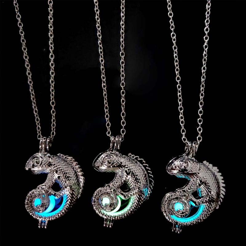Openable Chameleon Shape Luminous Pendant Necklace Reatro Style Women Chain Necklace Glow In Night Pendant Fashion Jewelry