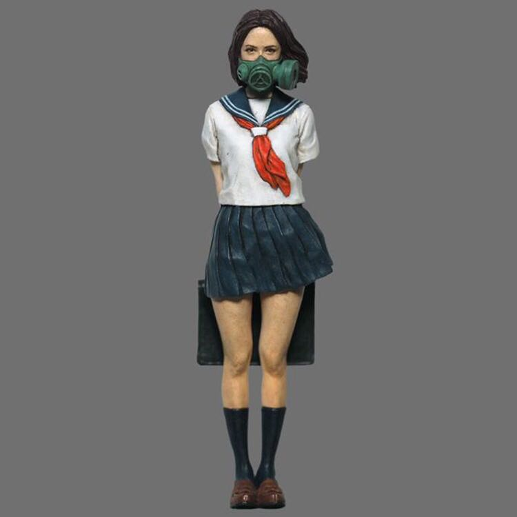Resin Figures 1:35 Japanese Student Girl With Gas Mask XD203D