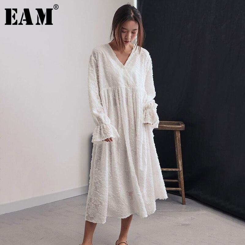 [EAM] 2019 nouveau printemps été col en V à manches longues glands blancs plume Split Joint tempérament robe femmes mode marée JQ663