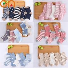 5 пара/лот, детские мягкие хлопковые носки для мальчиков и девочек, милые теплые спортивные носки в полоску и горошек с мультипликационным принтом, Осень-зима, подарок для детей, CN