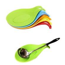 1 шт силиконовая подставка для ложки Универсальный изоляционный коврик для ложки кухонной утвари держатель для плиты и столешницы(случайный цвет