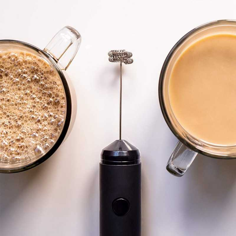 Mini handheld leite frother ovo batedor bateria operado fabricante de espuma elétrica inclui suporte de cozinha, misturador de café