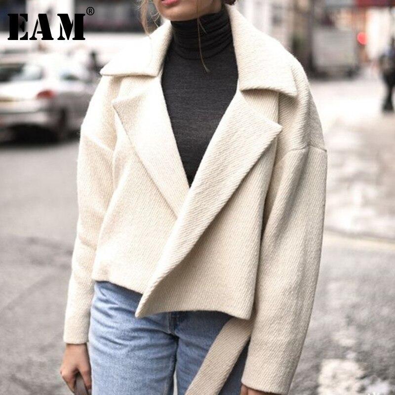 [EAM] 2019 Весенняя Новая модная повседневная короткая одежда с длинным рукавом с отложным воротником и поясом, свободное плотное пальто для женщин AA194