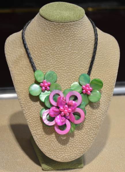 2016 spring new arrival hot pink and green peach shell flower necklace for women