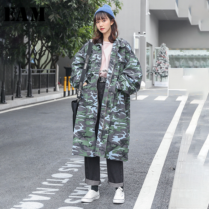[EAM] 2019 New Spring Summer Lapel Long Sleeve Army Green Camouflage Loose Big Size Long Windbreaker Women   Trench   Fashion JQ112