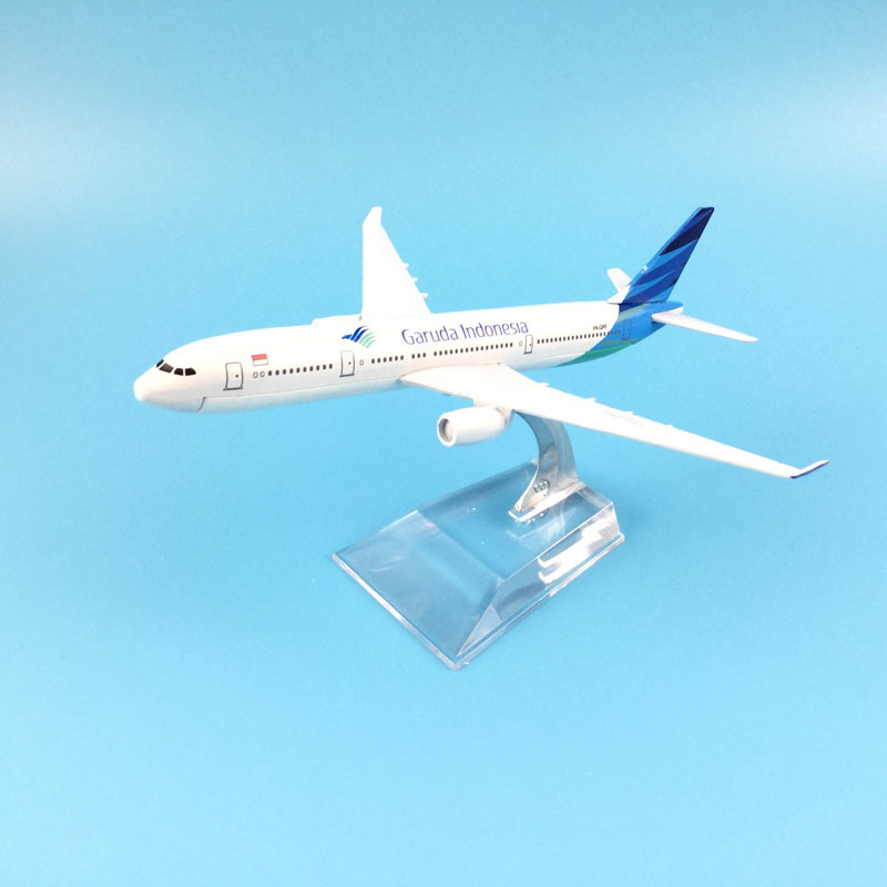 JASON TUTU 16cm Plane Airplane Model Garuda Indonesia Airbus 330 Aircraft Model Diecast Metal Model Airplanes 1:400 Plane Toy