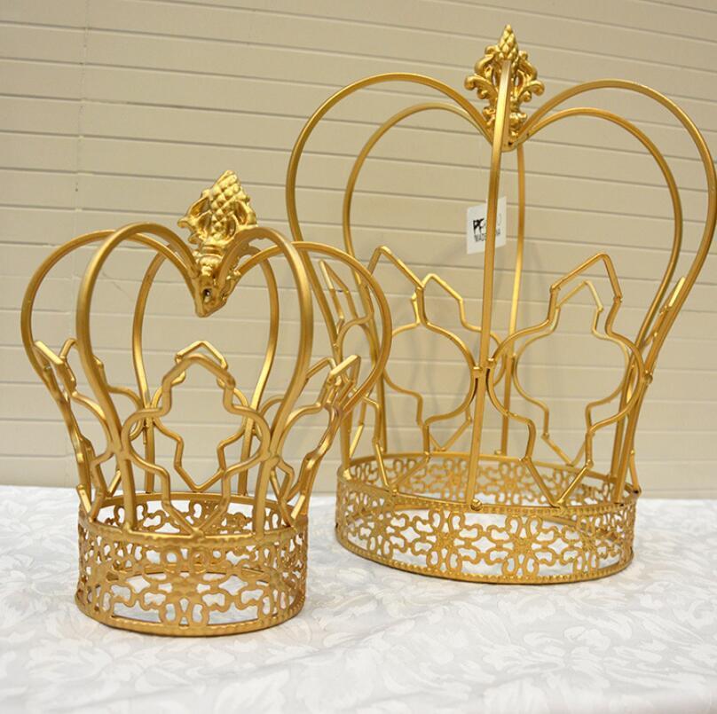 2 pièces roi et reine du salon décoration couronne d'or européen fer ornements de mariage décorations d'ameublement