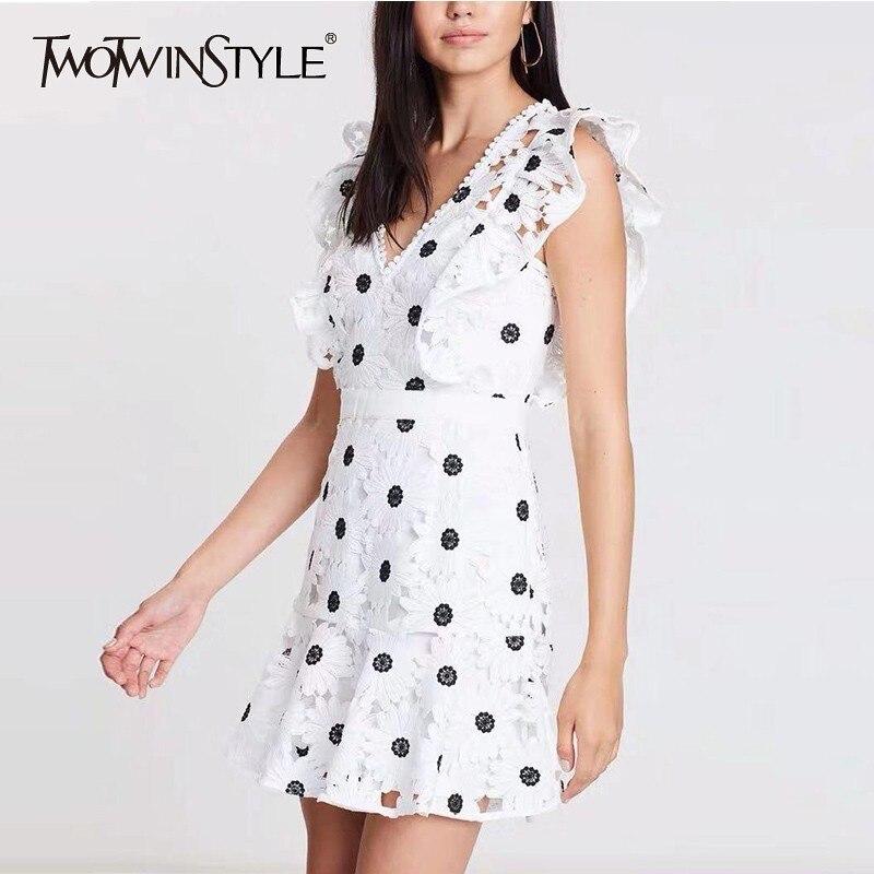 TWOTWINSTYLE encaje bordado vestido sin mangas verano mujeres ahueca hacia fuera V cuello alta cintura Mini Vestidos Mujer 2019 ropa de moda-in Vestidos from Ropa de mujer    1