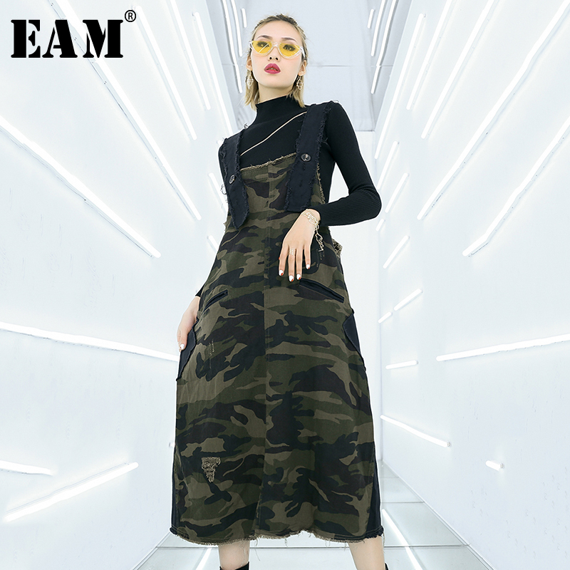[EAM] 2020 New Spring Autumn Strapless Army Green Camouflage Buckle Holes Burr Long Sleeve Dress Women Fashion Tide JQ039