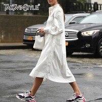 TWOTWINSTYLE кружевное платье женский воротник-стойка с длинным рукавом бандажная повязка Высокая Талия белые платья для Для женщин осень мода н...
