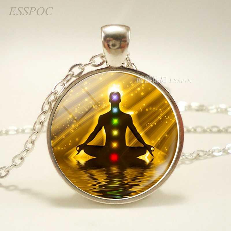 チャクラのシンボルのペンダント。チャクラシンボルサインのネックレス。ガラスカボション仏教インディアンジュエリー女性