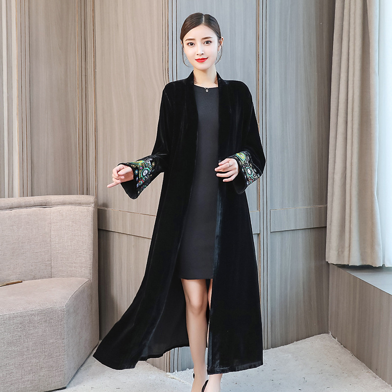 New Style 2018 Elegant Women   Trench   Coat Long Silk Velvet Ethnic Embroidered Cardigan Overcoat Clothes Female abrigo mujer